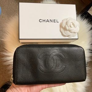 CHANEL Caviar Leather Zip Around Vintage Wallet